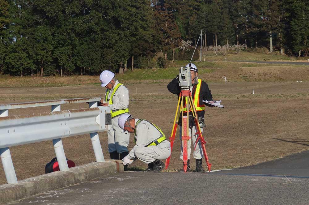 光波測距儀を使用した現地計測イメージ