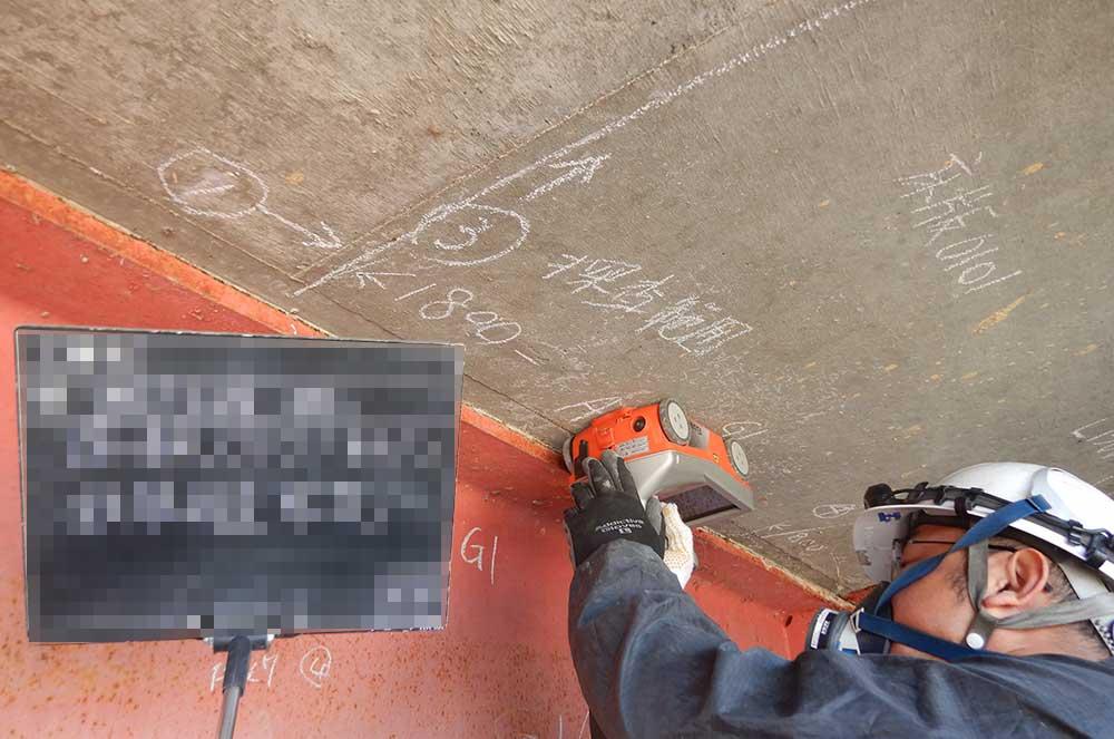 電磁波レーダーを使用した鉄筋探査イメージ